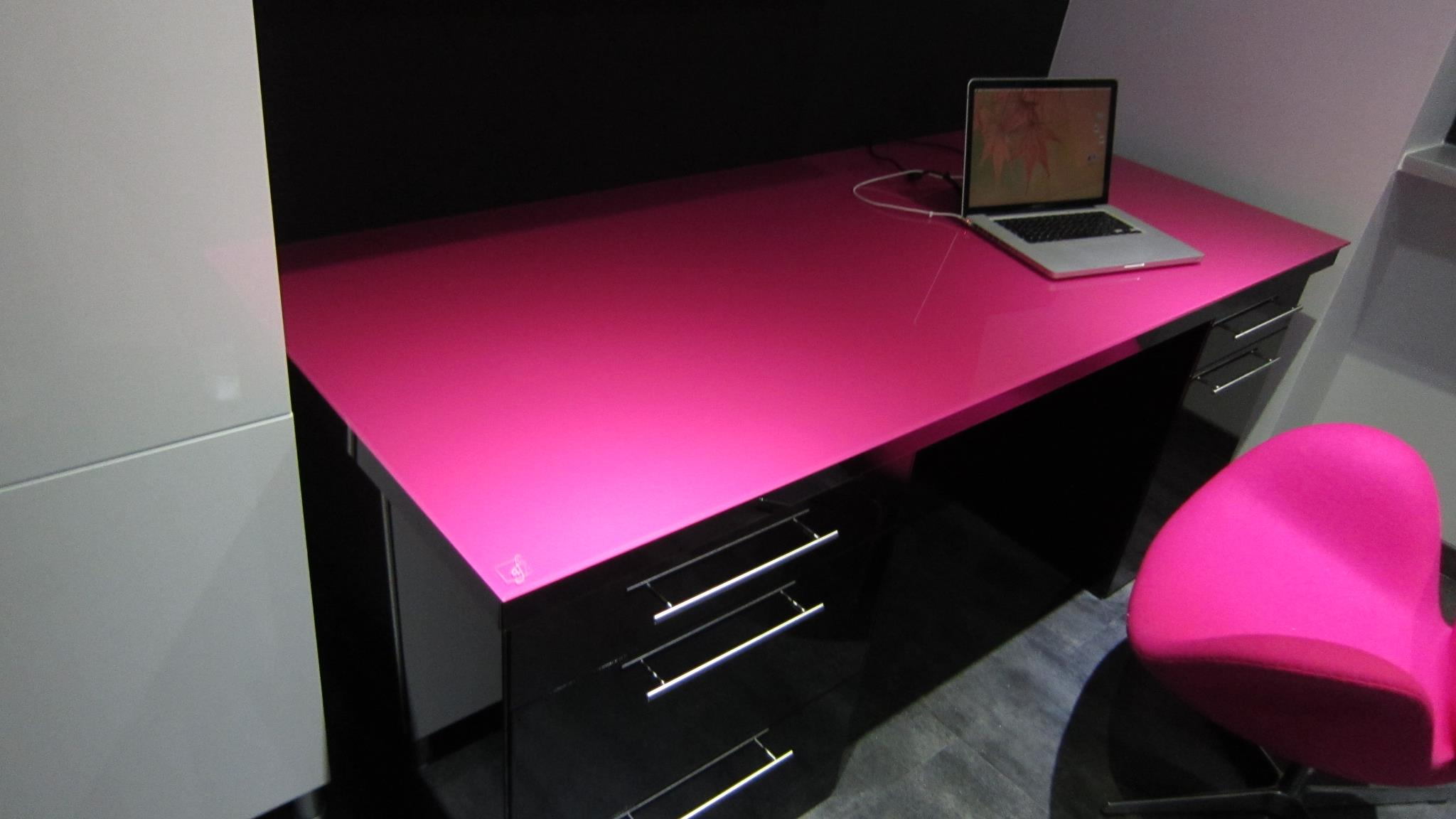 afdesign bureau design en verre noir et fuschia. Black Bedroom Furniture Sets. Home Design Ideas